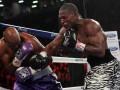 48-летний боксер продолжает побеждать в титульных поединках (+ ВИДЕО)