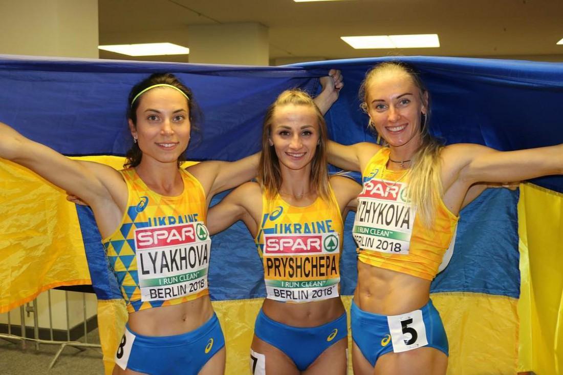 Наталья Прищепа (в центре)