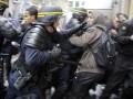 Больше 40 французских полицейских пострадали в драке с футбольными фанатами