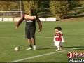 Делай как папа. Робиньо учит сына обращаться с мячом