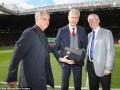 Легендарный тренер Манчестер Юнайтед сделал подарок Венгеру