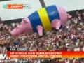 Аргентинские фанаты запускают воздушную свинью