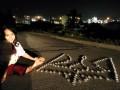 Украинская гимнастка в Чикаго выложила тризуб из свечей (фото)