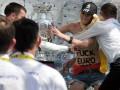 Группа FEMEN вновь напала на Кубок Европы - удачней, чем в первый раз