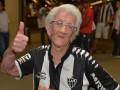 94-летняя фанатка неистово поддерживает Атлетико Минейро