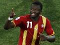 Игрок сборной Ганы раздавал автографы и деньги