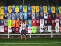 Роналдиньо показал огромную коллекцию своих футболок