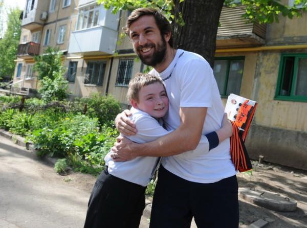 Дарио Срна встретился с юным болельщиком