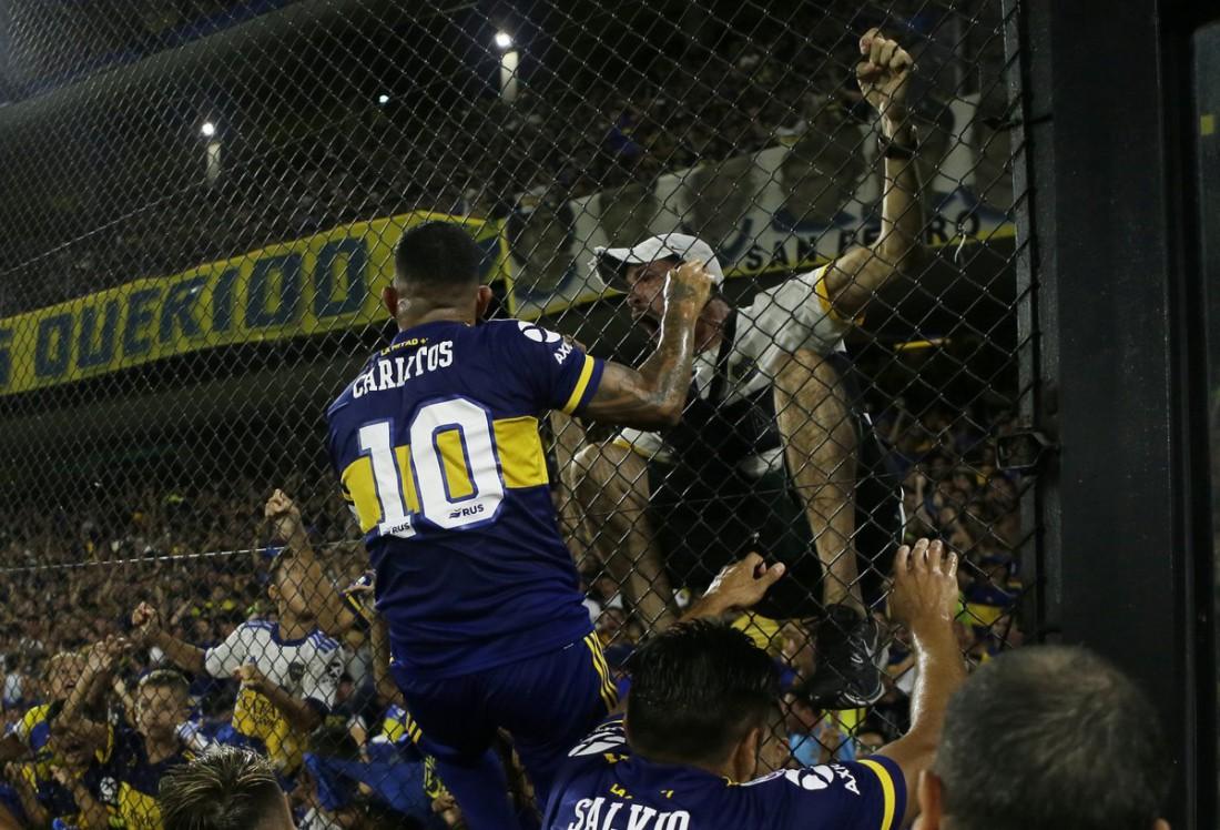 Карлос Тевес празднует победу