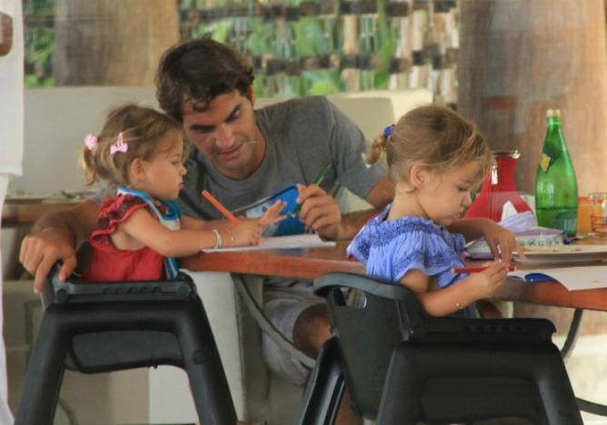 Роджер Федерер со своими дочерьми