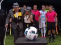 В Швеции футболистов на поле вместо детей вывели старики