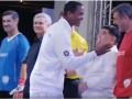 Клюйверт отказался пожать руку Марадоне