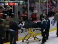 Российского хоккеиста увезли во время игры на носилках (+ ВИДЕО)