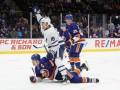 НХЛ: Торонто сильнее Айлендерс, Аризона разгромила Филадельфию