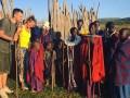Экс-игрок МЮ с прекрасной женой познакомились с аборигенами Танзании