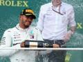 Хэмилтон выиграл безумный Гран-при в Баку, Ред Булл столкнулись между собой