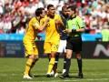 Судья матча Франция – Австралия впервые воспользовался видеоповторами на ЧМ, поставив пенальти