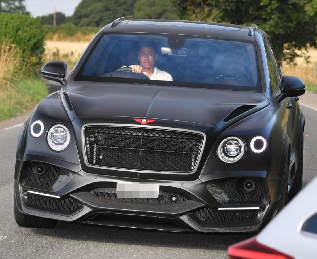 Джесси Лингард купил новый Bentley Bentayga