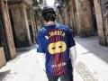 Барселона прощается с Иньестой и продает оригинальные футболки в его честь