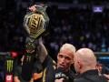 Оливейра нокаутировал Чендлера и завоевал пояс UFC