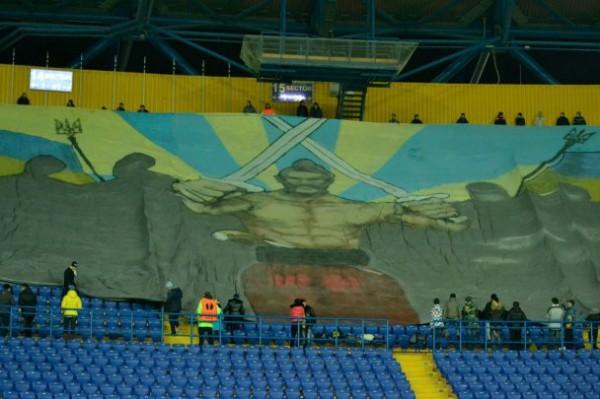 На баннере был изображен казак, готовый вступить в бой с соперником