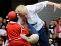 Мэр Лондона на полном ходу снес 10-летнего мальчика в выставочном матче по регби