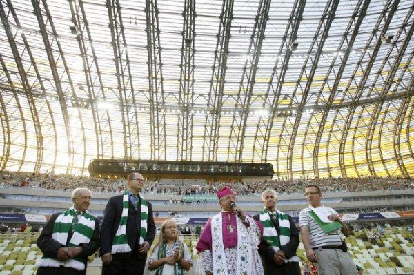 Архиепископ Гданьска освящает будущую арену Евро-2012