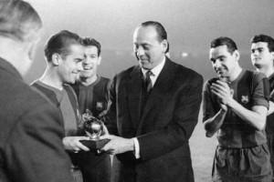 Зато в ноябре 1960-го Луис Суарес в матчах против Реала наработал на Золотой Мяч от France Football