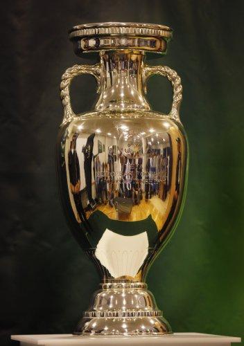 Кубок Европы вручат победителю Евро-2012