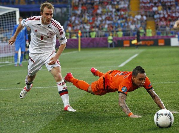 Голландия в первом матче уступила датчанам