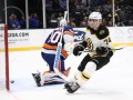 НХЛ: Бостон всухую разгромил Айлендерс, Питтсбург по буллитам уступил Каролине