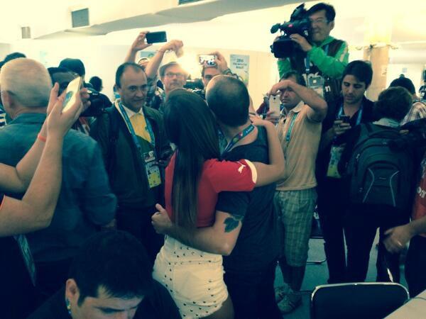 Чилийская журналистка показывает пример фанатам