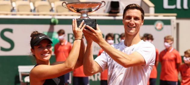 На Ролан Гаррос определились первые чемпионы турнира
