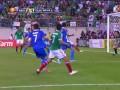 Гол пяткой Хавьера Чичарито Эрнандеса в ворота сборной Гватемалы