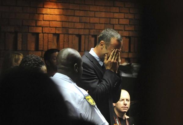 Писториус заплакал в суде