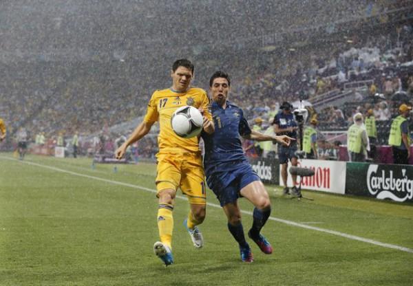 Матч Украины и Франции вошел в историю из-за дождя