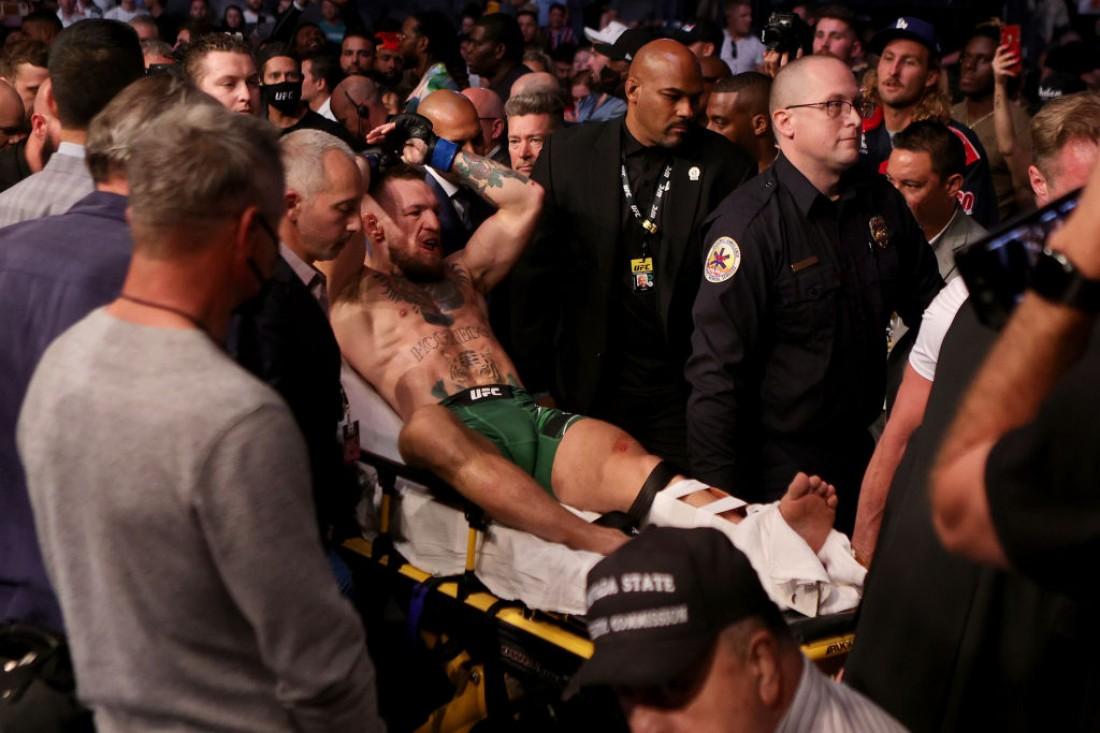 Конор сломал ногу в бою с Порье