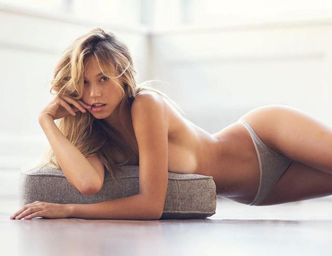 Сексуальная  Алексис Рэн
