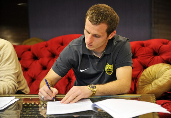 Александр Алиев подписывает контракт с Анжи