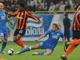 Калиниченко лишает Виллиана мяча / Фото Пресс-службы ФК Шахтер