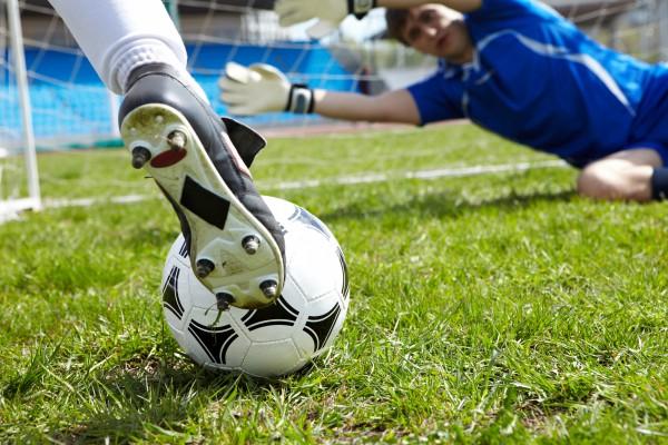 Как ухаживать за футбольными бутсами?