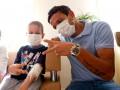 Звезды ФК Днепр посетили больных раком крови детей