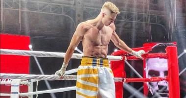 Лапин победил в андеркарде боя Усик-Джошуа