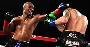 Хопкинс уступил в прощальном бою, вылетев за пределы ринга