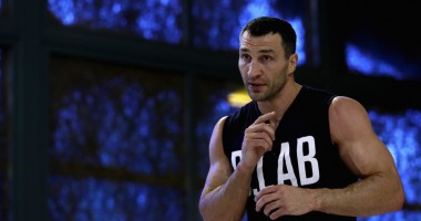 Кличко - Джошуа: украинец провел спарринг на лапах