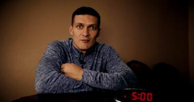 Усик обратился к фанатам: Вы будете спать в 5 утра? Я не буду
