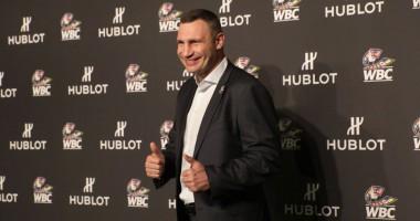 Виталий Кличко подстриг сам себя во время карантина