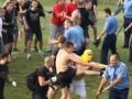 Полтавские фанаты устроили драку с милицией на поле (ВИДЕО)