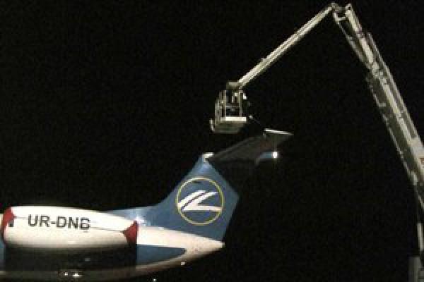 Спасатели помогли самолету отправиться в воздух