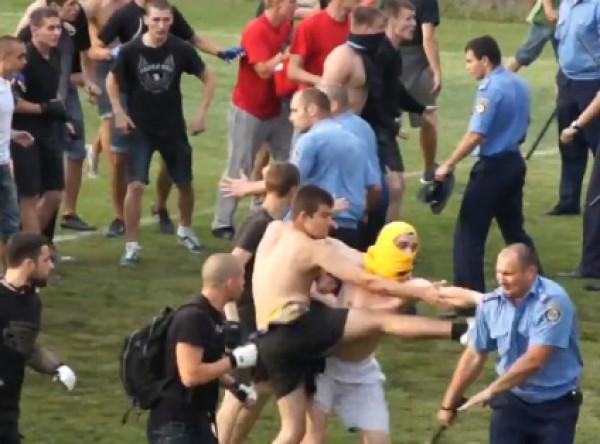 Фанаты пытались драться с милицией
